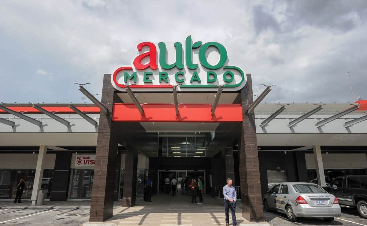 auto-mercado-outside